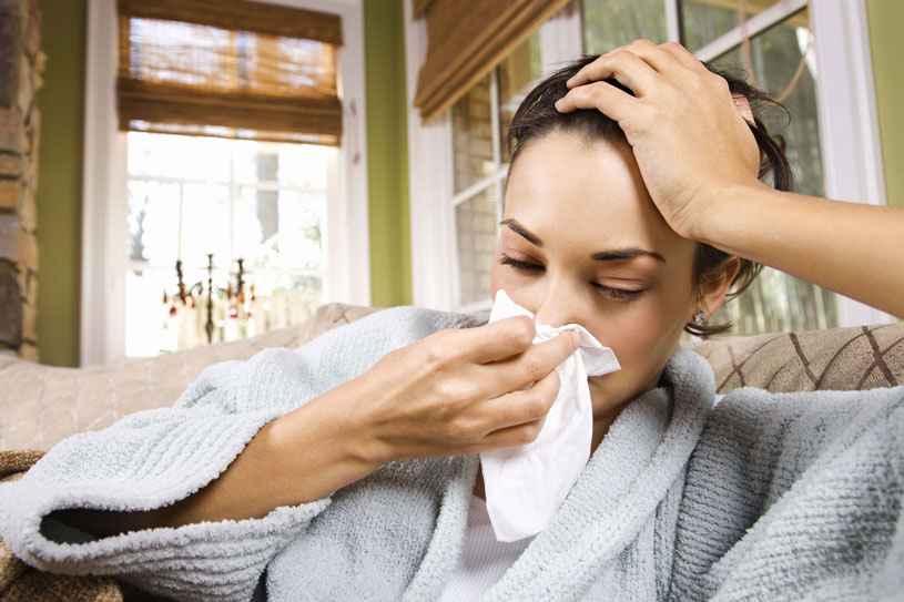 2048x1536-fit_illustration-jeune-femme-souffrant-grippe