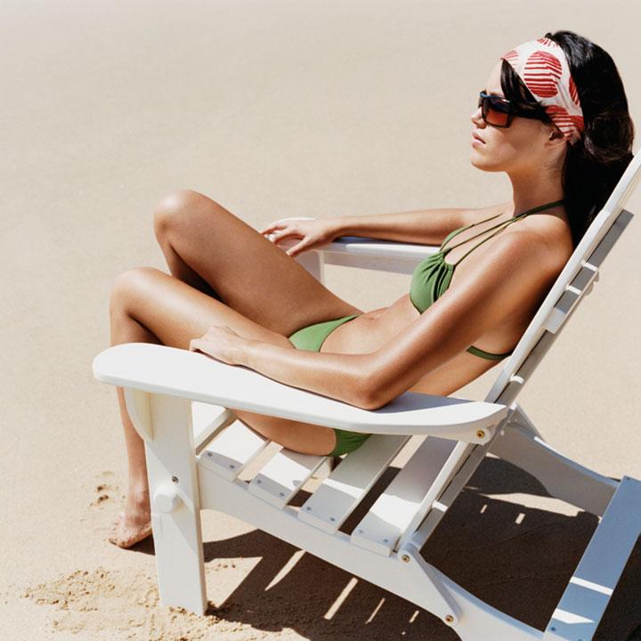 plage-femme-mince-en-maillot-10634506mffpj