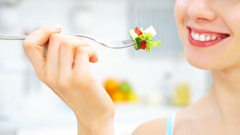 femme-mange