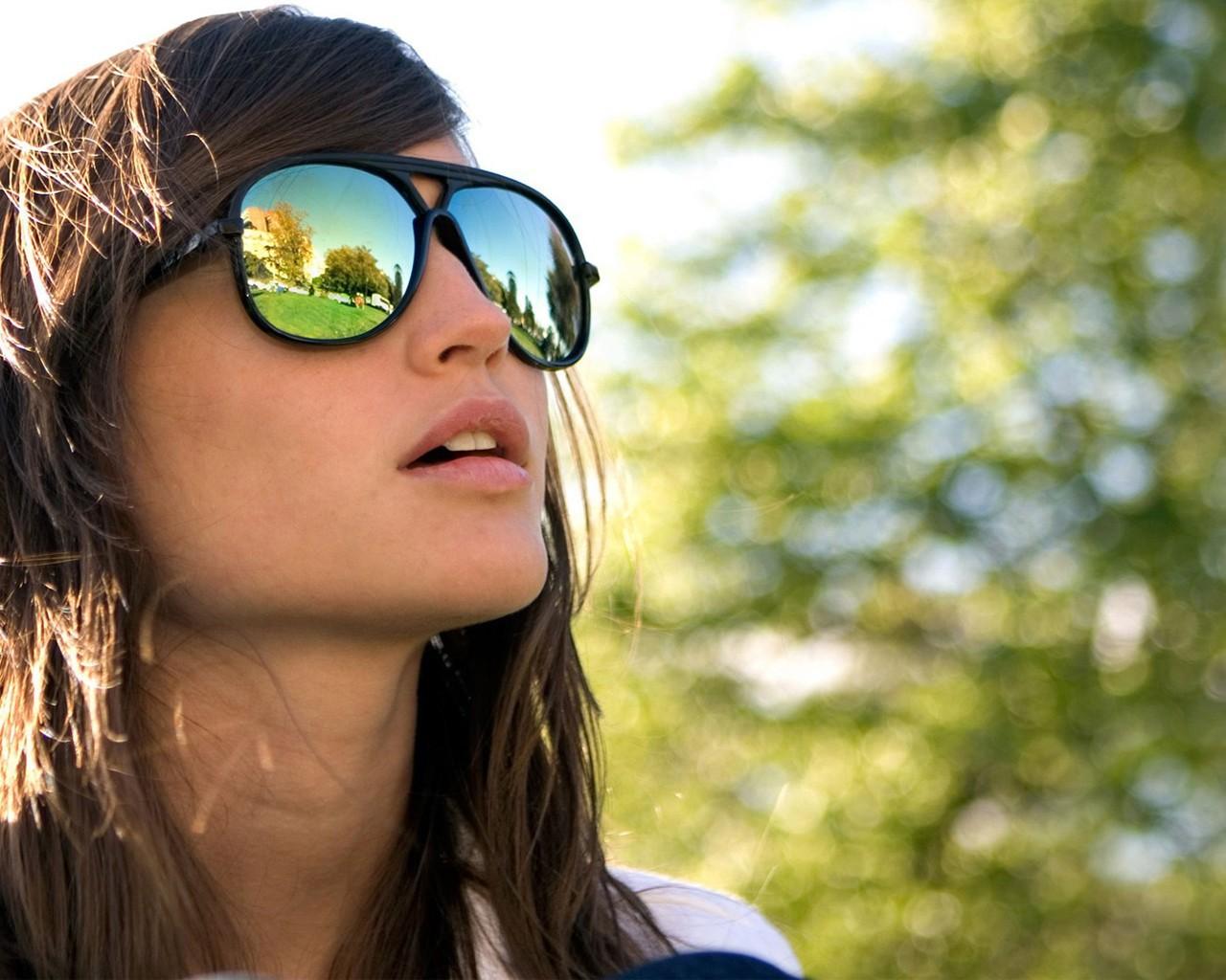femmes-lete-filles-lunettes-de-soleil-1024x1280