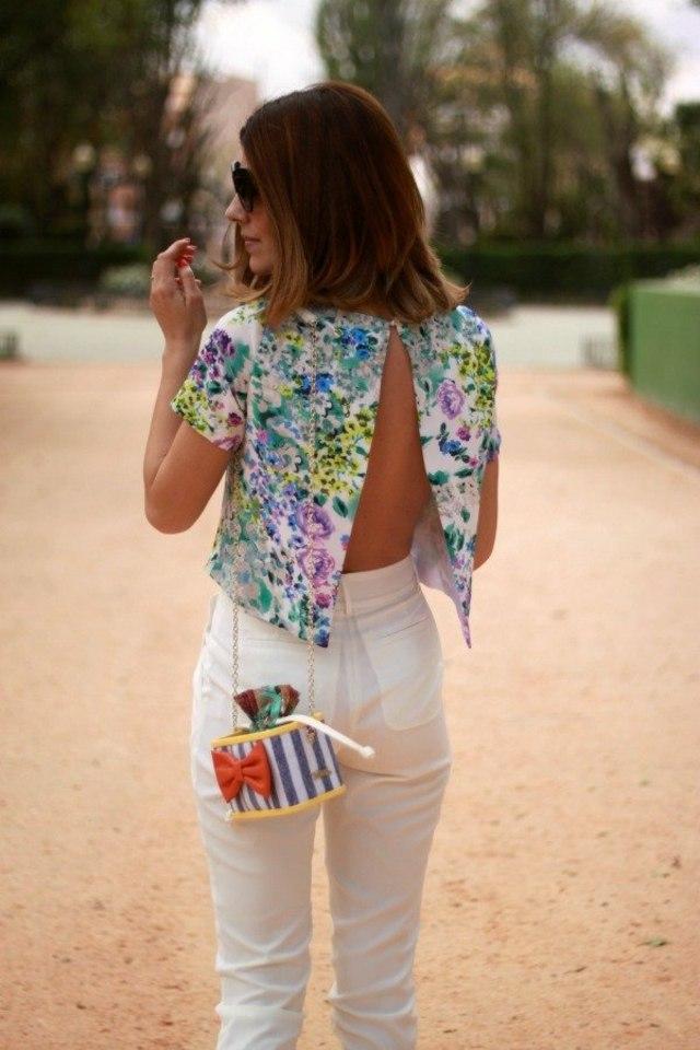 mode-ete-veste-fendue-floral-femme-pantalon-blanc