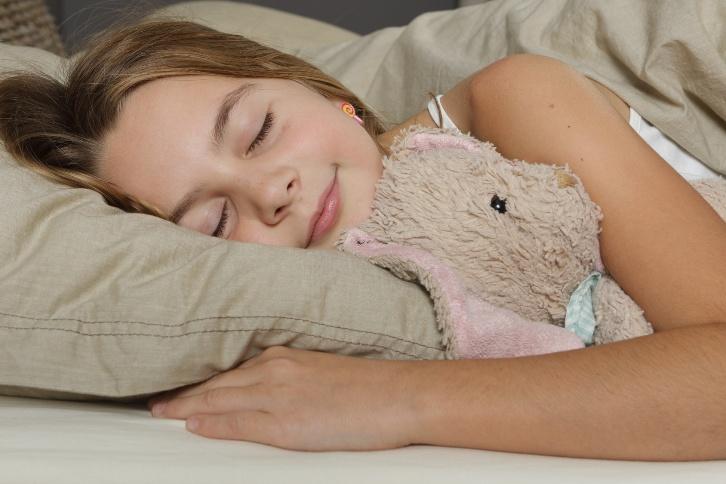 Sourire enfant dort